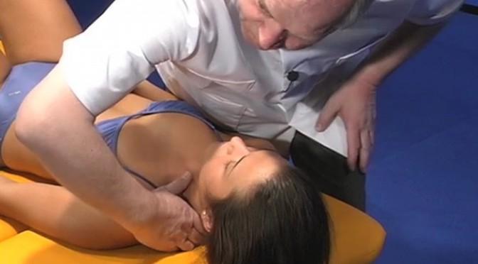 Korrektur einer Dysfunktion eines Halswirbels in Translation oder lateral